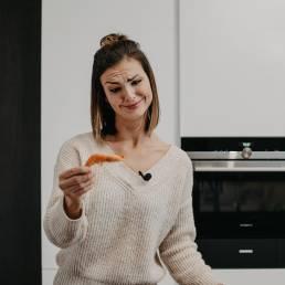 iveta-hrabovska-krevety-hanak-kuchyne-stastna-zena-v-kuchyni