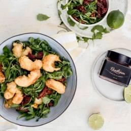 krevety-v-limetkovej-tempure-zdravy-salat-gentlejam-sladka-cili-paradajkova-omacka-gentlejam